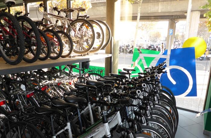 Fotografia de l'interior del local de cicloturisme